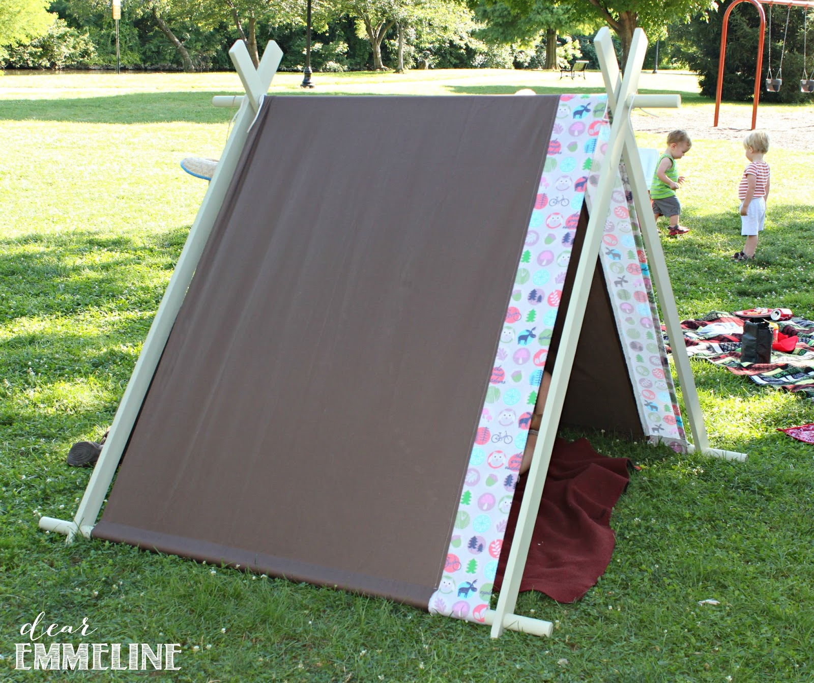 & Collapsible Play Tent