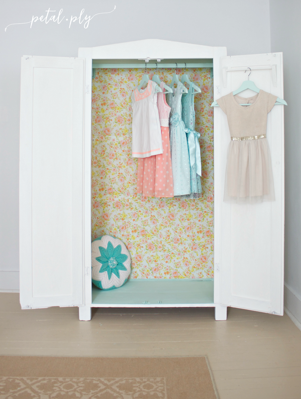 am-vintage-floral-bed-sheet-armoire