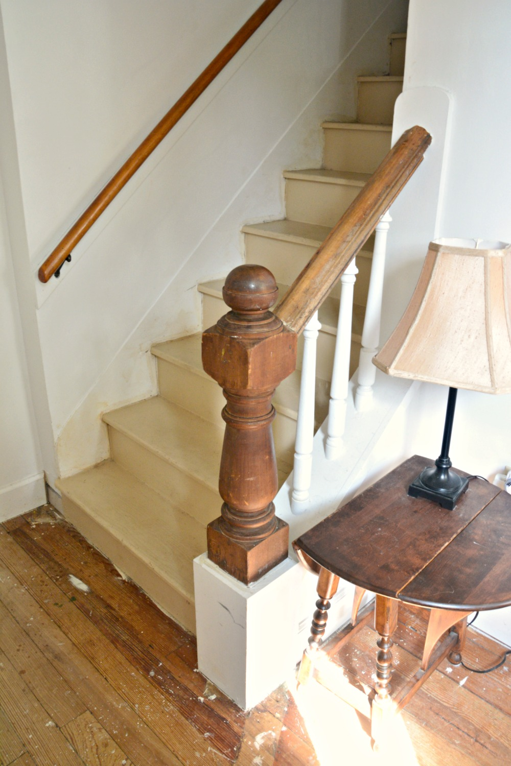 foyer-stairs-newel-post-before