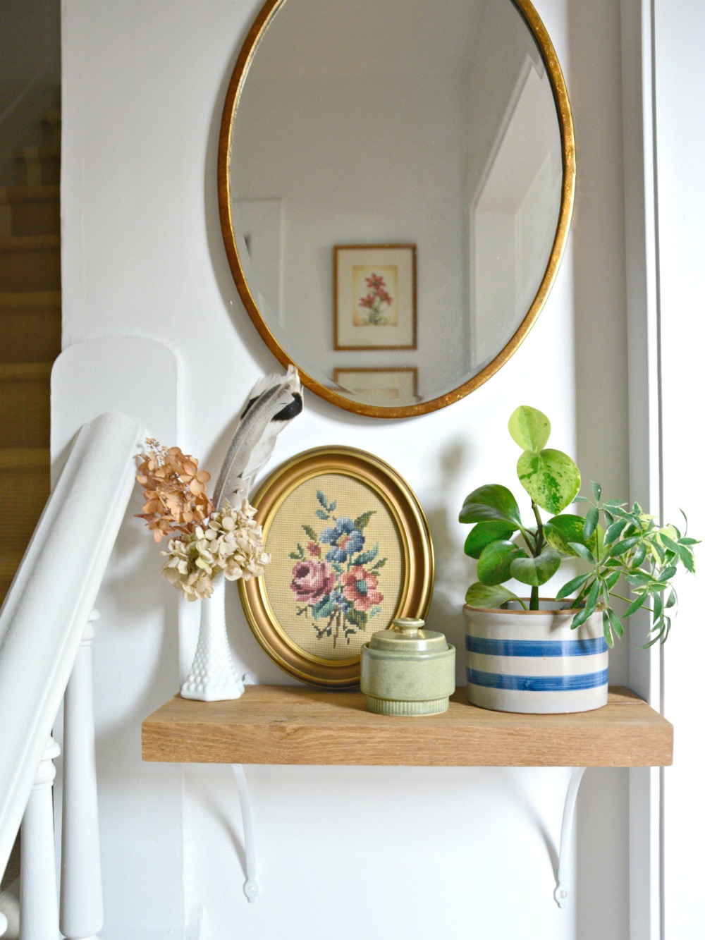 eclectic-farmhouse-foyer-wishbone-bracket-shelf-oval-mirror