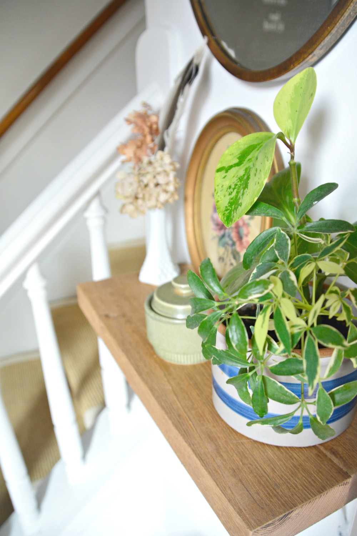 farmhouse-foyer-wood-shelf