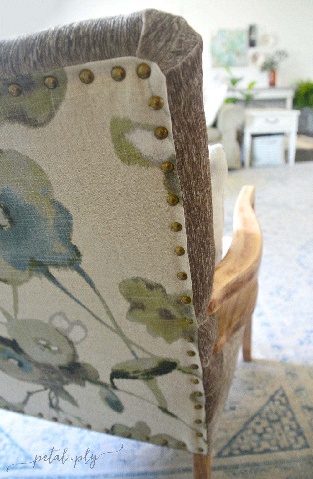 wm-contrast-back-upholstered-chair