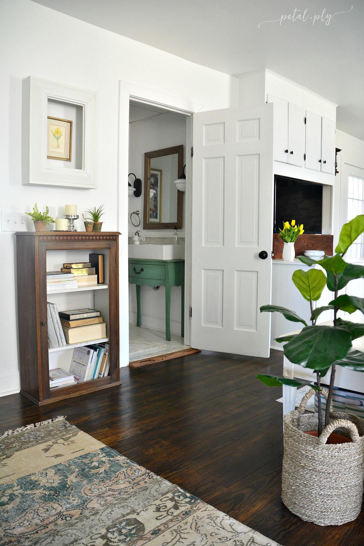 wm-farmhouse-family-room-open-to-tiny-half-bath
