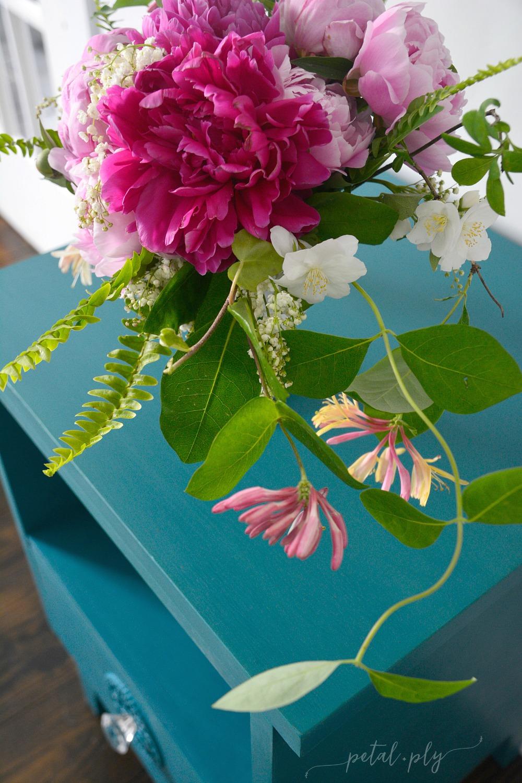 wm-peony-mock-orange-meadow-sweet-honeysuckle-garden-flower-arrangement
