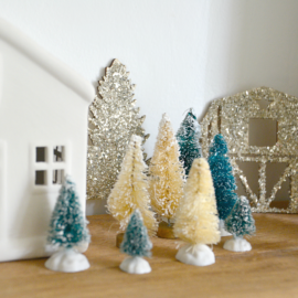 Tiny Foyer Christmas Decor